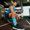 calcetines calamardo guapo hombre en gimnasio
