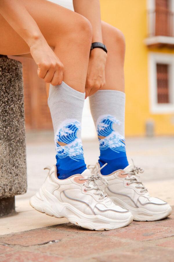 calcetines la ola de kanawaga