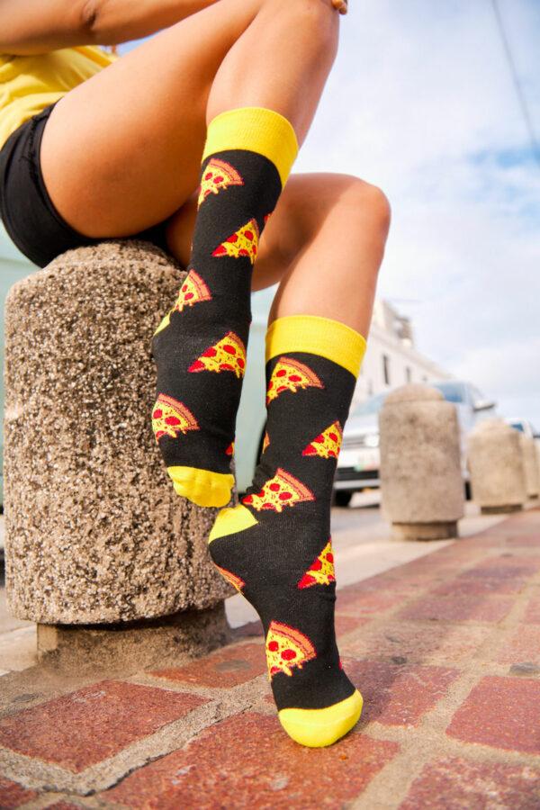 calcetines negros pizza